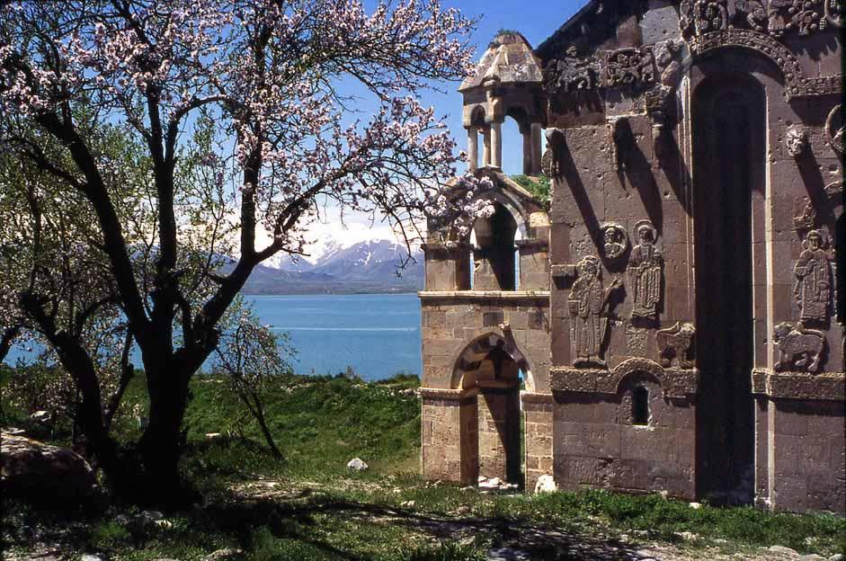 http://rolfgross.dreamhosters.com/Turkey-Web/1990LakeVanAkhtamarChurch.jpg